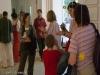 viele Kunstinteressierte durch die Ausstellung.
