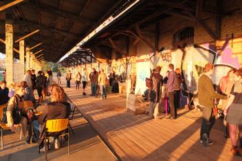 """Schon im Juli 2012 konnten die Besucher und Künstler des Projekts """"Mon Moabite"""" der Kunsthochschule Weissensee die Terasse des ZK/U geniessen"""