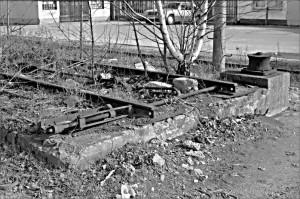 Kombinierter Verkehr in den Dreißiger Jahren: Rampe4 zum Verladen eines Güterwagens auf einen Straßenroller (2014 abgerissen)