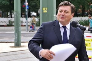 Foto: Senator Andreas Geisel kündigt die Inbetriebnahme der Straßenbahnverlängerung bis U-Turmstraße für das Jahr 2020 an