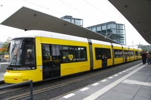 Foto: Die Straßenbahn an der neuen Haltestelle am Berliner Hauptbahnhof