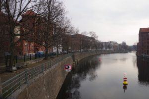 Foto der maroden Ufermauer des Wikingerufers